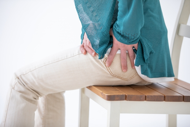 坐骨神経痛によって生じる痛みやしびれ